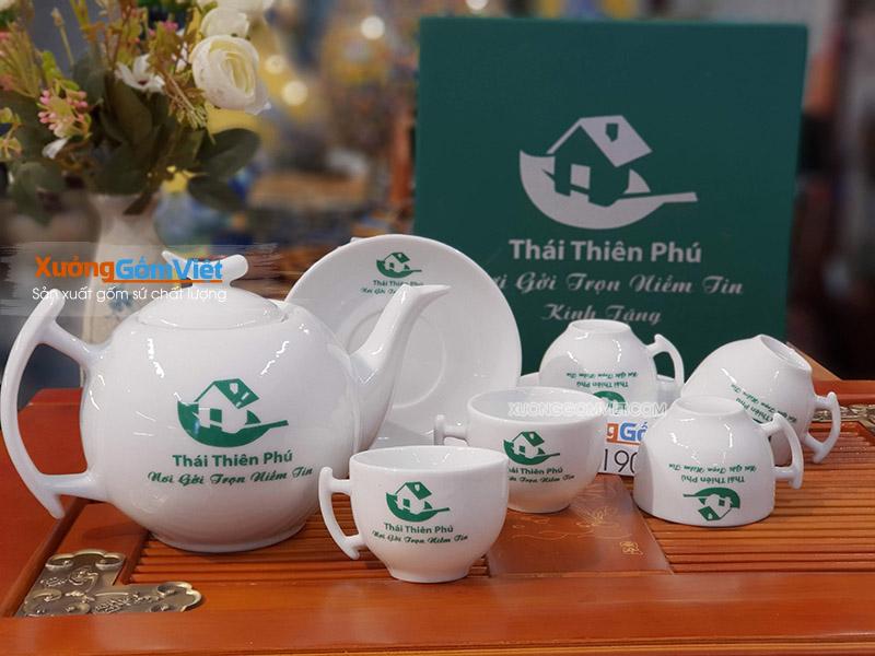 Xưởng gốm Việt - in logo lên ấm chén quà tặng